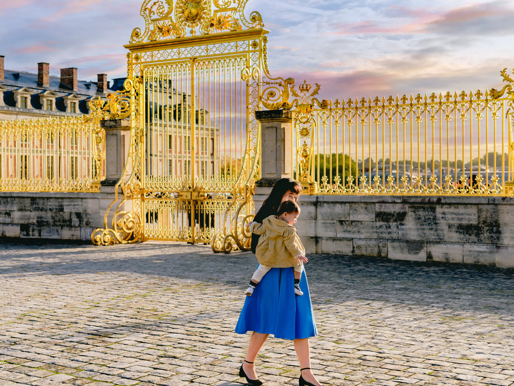 The beautiful golden gates of the palace of versailles.