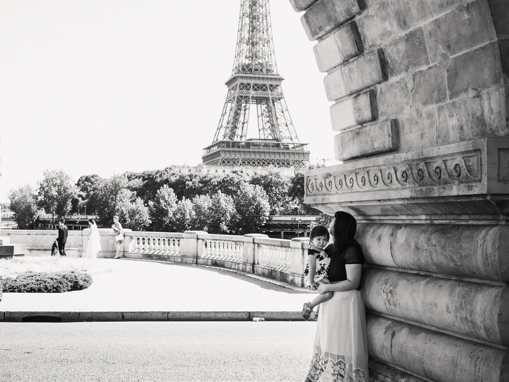 The bir Hakeim bridge provides a great environment for black and white photography.