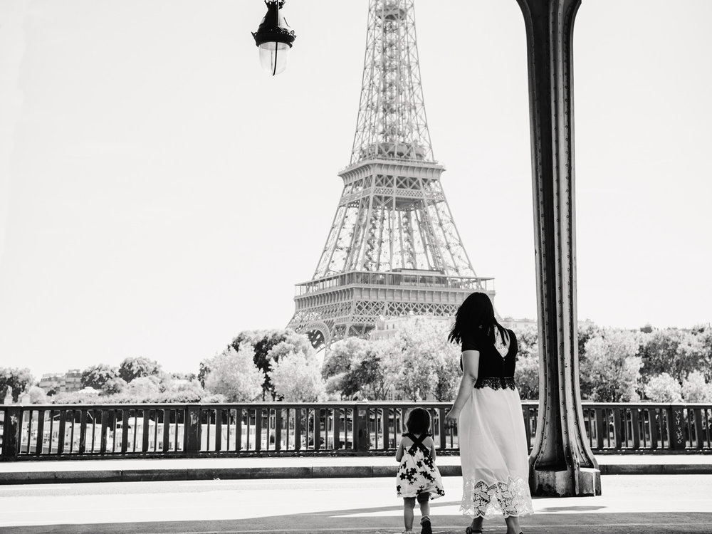 A bridge in front of the Eiffel Tower: The perfect place to use black and white photography.