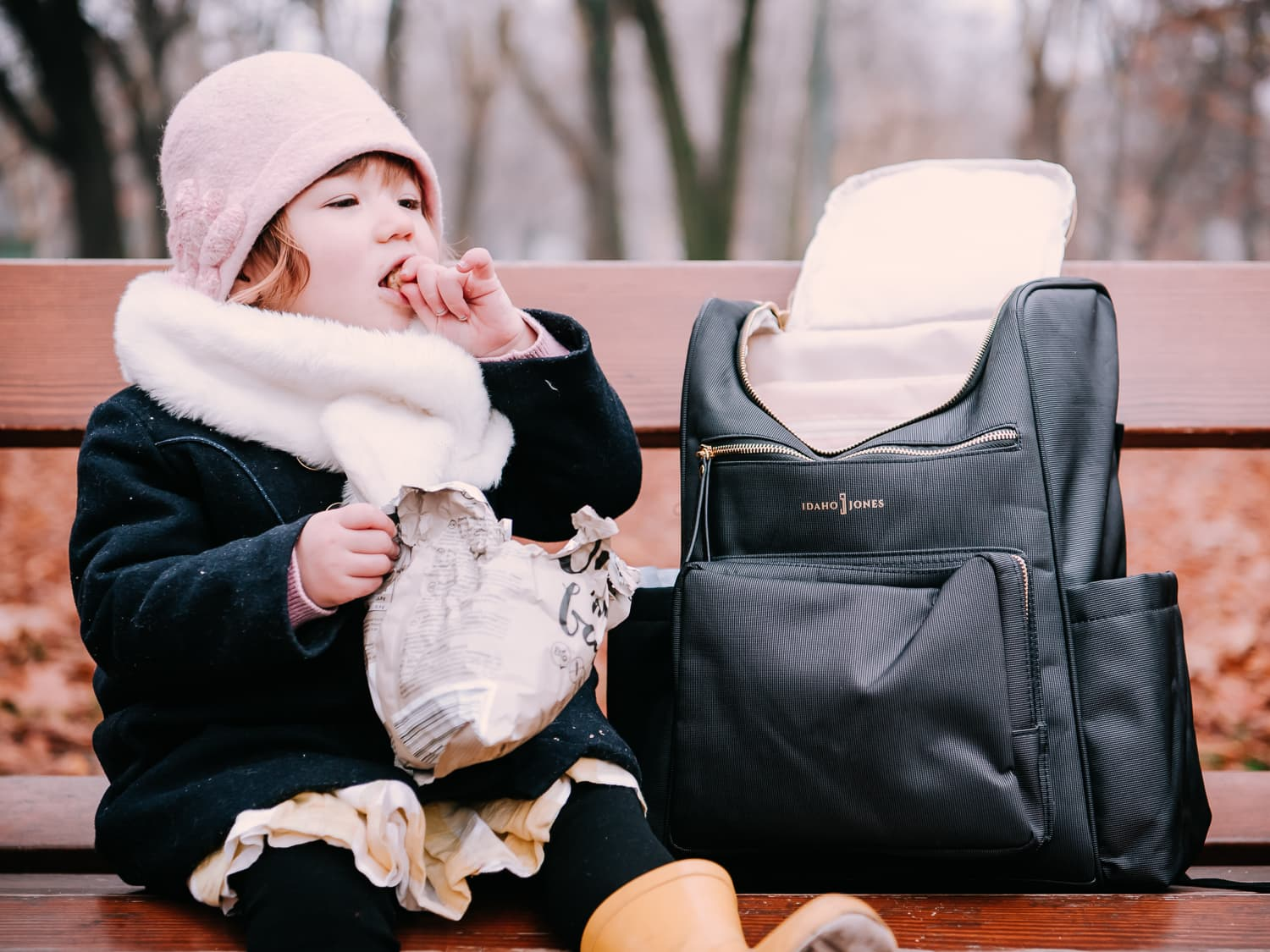 Snack time with Idaho Jones. Our Review of the Gallivant Baby Diaper Bag