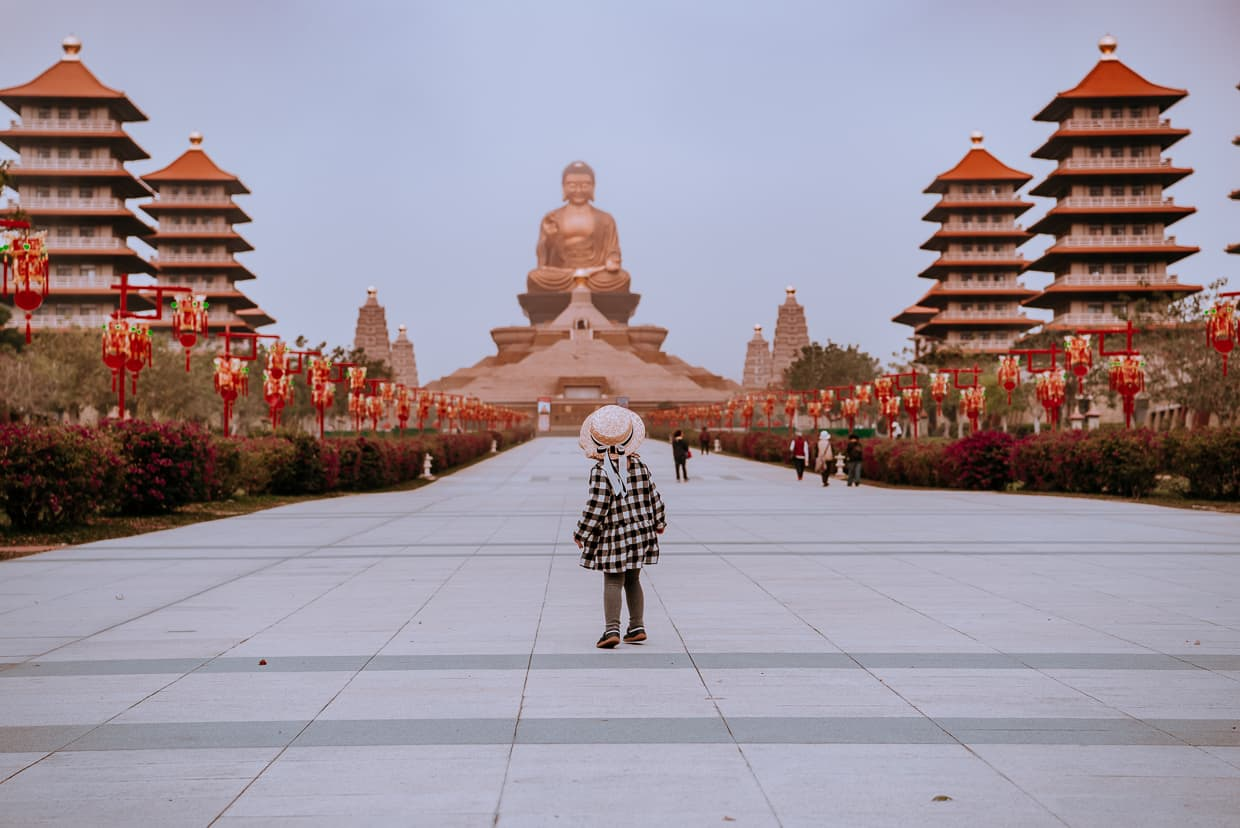 Lisa checking out the big Buddha statue at the Fo Guang Shan Buddha museum.