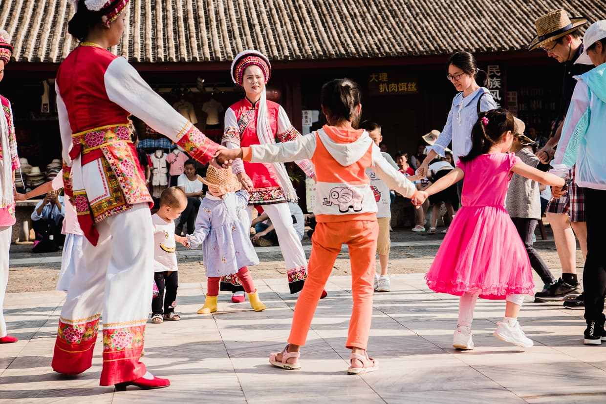 Interactive bai dance performance in the Yunnan Ethnic Village.