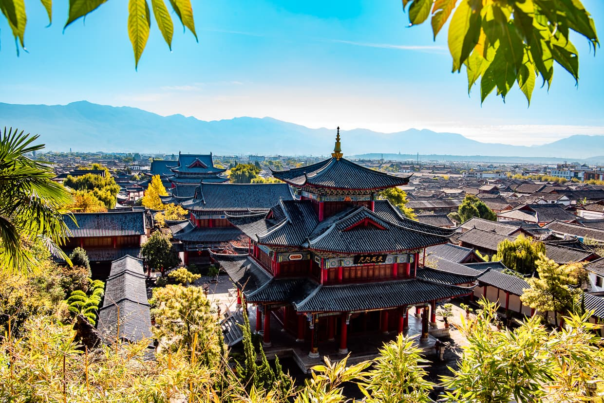 The view of Mufu Palace and the Lijiang, Old Town from higher up.