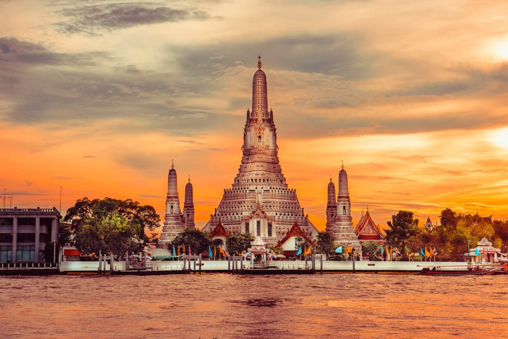 The best photography spot for Wat Arun at sunset. Bangkok, Thailand.