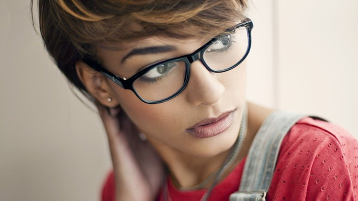 How To Choose Glasses For Your Eyebrow Makeup
