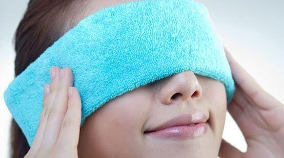 BENEFITS-OF-WARM-COMPRESS-ON-EYES