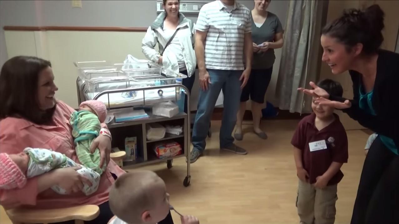 jukin-media-video-viral-twins-surprise