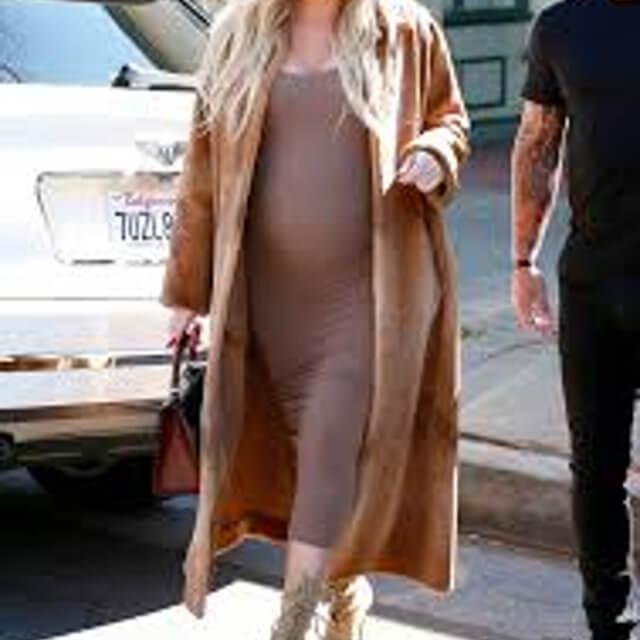 zoom pregnant of khloe kardashian