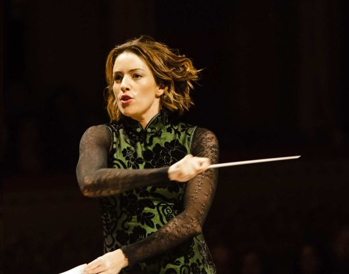 Alondradelaparra conducting tighter