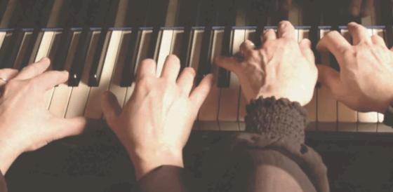 Piano hands header