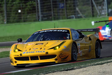 In action in Imola <span>© JMW Motorsport </span>
