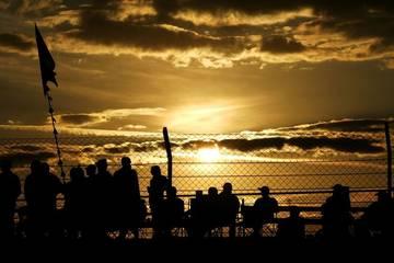 Fans - from dusk to dawn <span>&copy; JMW Motorsport </span>