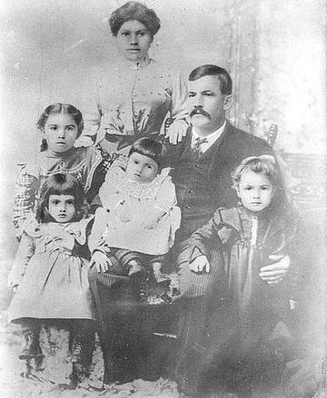 Sciallo Family. Joe Sciallo is seated on his father's lap. <span>© Richard Nielsen </span>