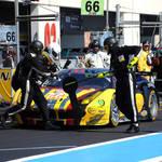 Top notch pit crew <span>© JMW Motorsport </span>