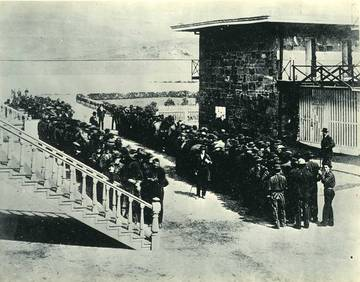 Prisoners lining up at San Quentin, 1871 <span>© Anne T. Kent Room </span>