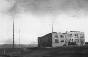 The Marconi powerhouse, 1915. In March of 1918, the spark transmitters and other equipment were removed by the Marines & taken to Mare Island.