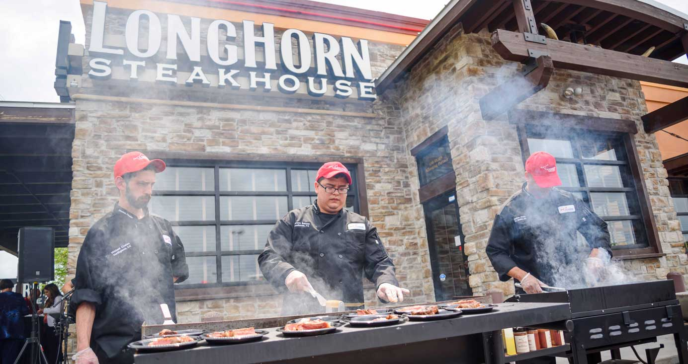 """Longhorn-Steakhouse-launches-grill-us-hotline-to-help-guests-avoid-memorial-day-grilling-""""misteaks""""-Live-Feed"""