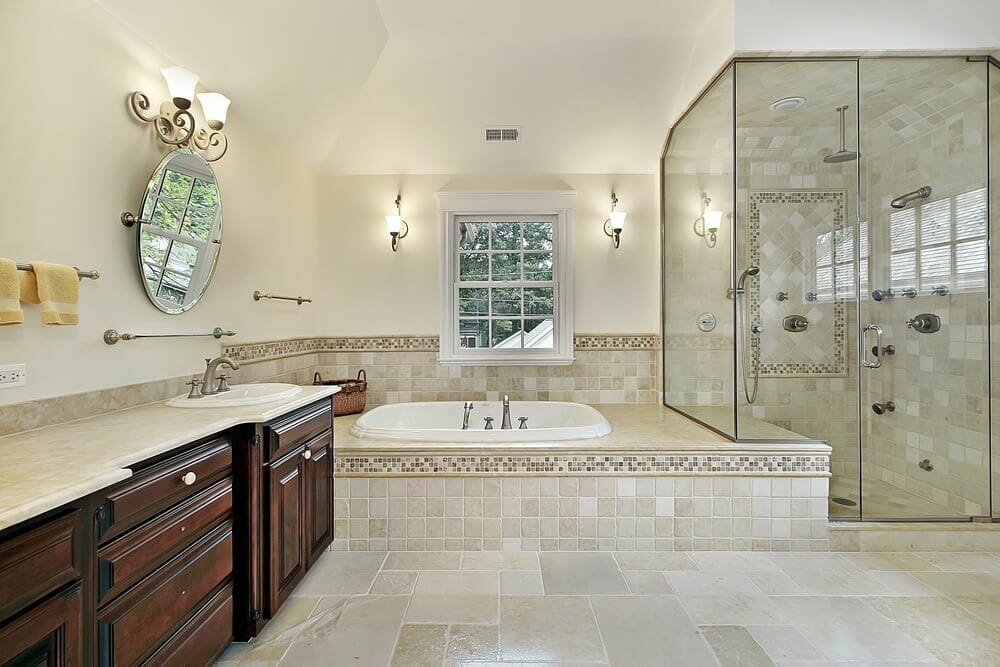 Elegant design with a small mirror. The shower on the other side with a bath tub gives a lot of versatility.