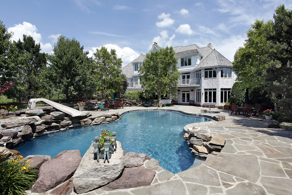 If you have a rocky area or you're interested in less maintenance then this rocky shoreline for your pool is a great idea. It looks classy and it's fun and easy to care for.
