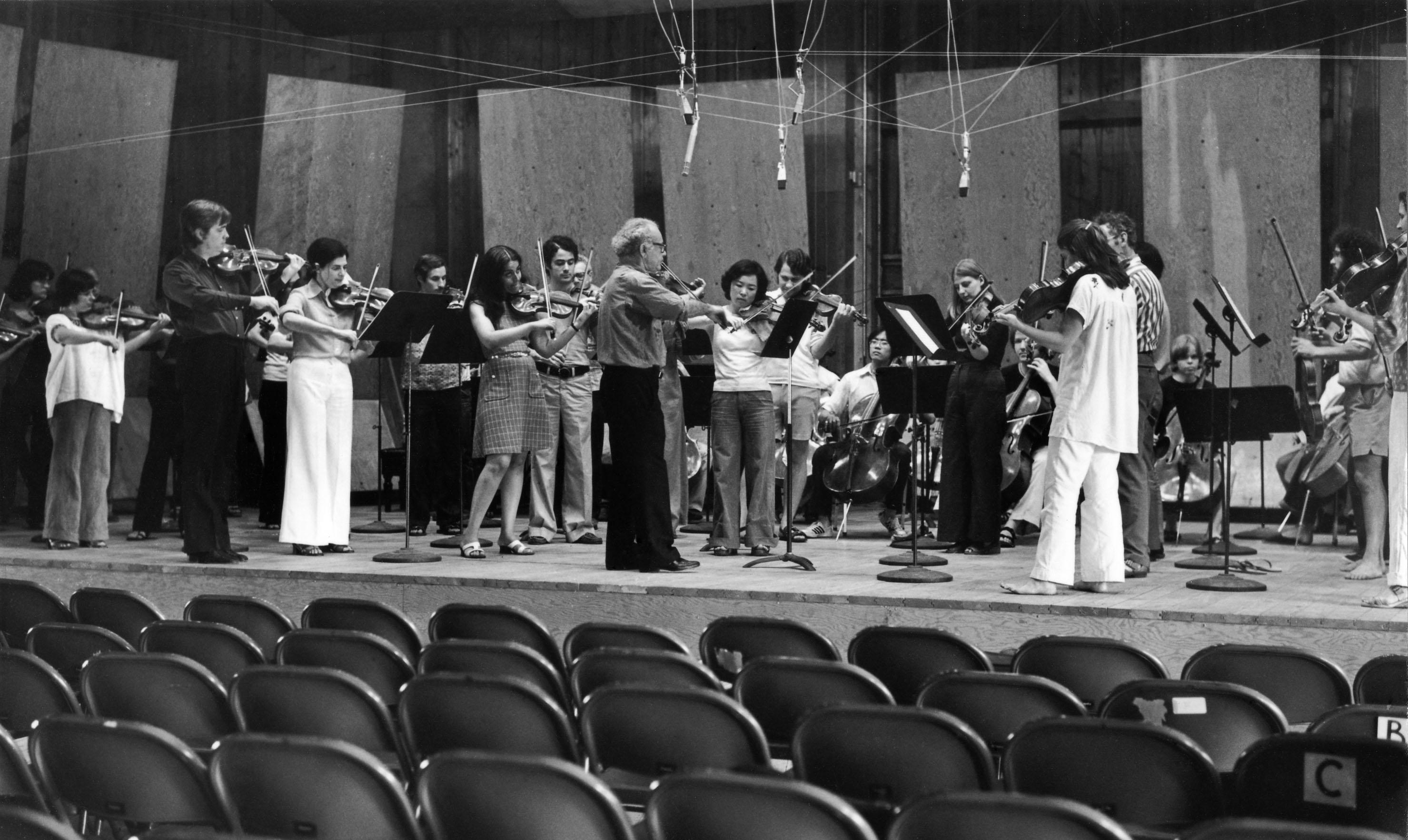 stars-schneider-with-orchestra
