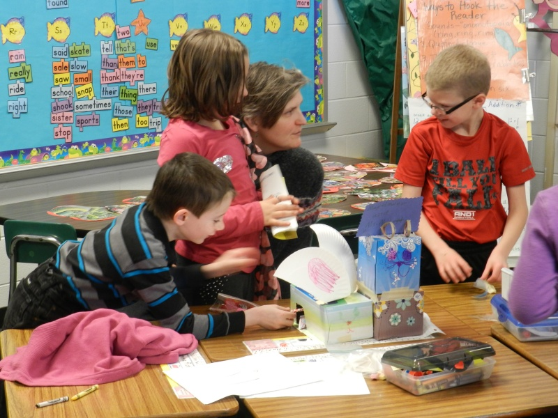 Marianne volunteering at Kestin's school