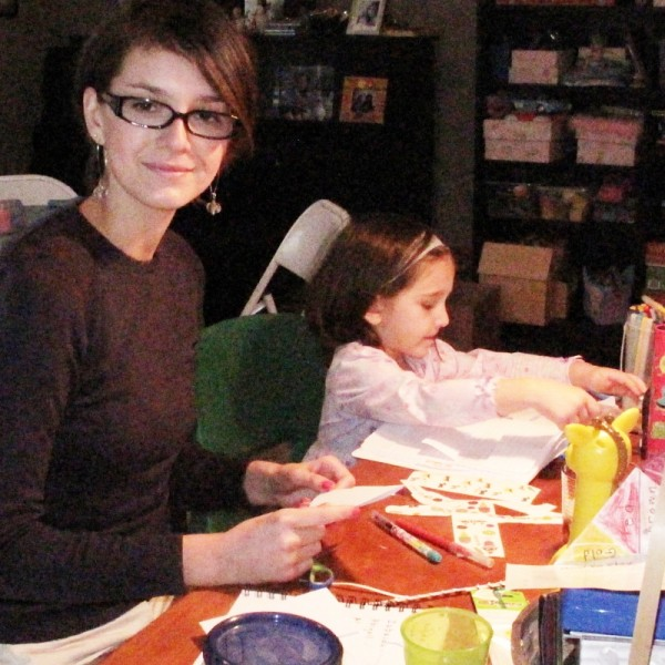 Fam-crafts-with-nora