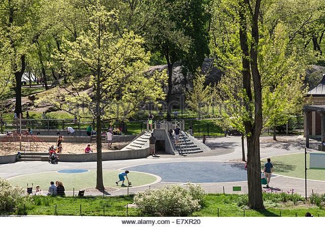 Children-playing-heckscher-playground-central-park-nyc-e7xr20