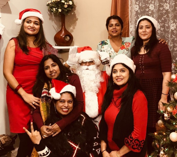 Yes we love to take pics with Santa