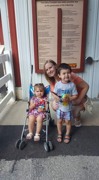 Maria with out niece and nephew at the zoo!