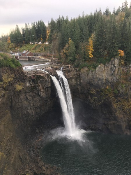 Snoqualmie falls in the summer
