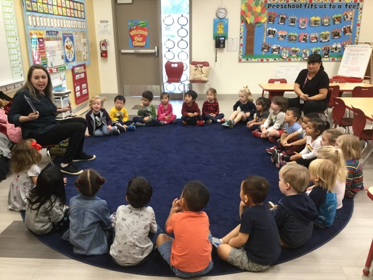 Diana volunteering in Nico's preschool classroom