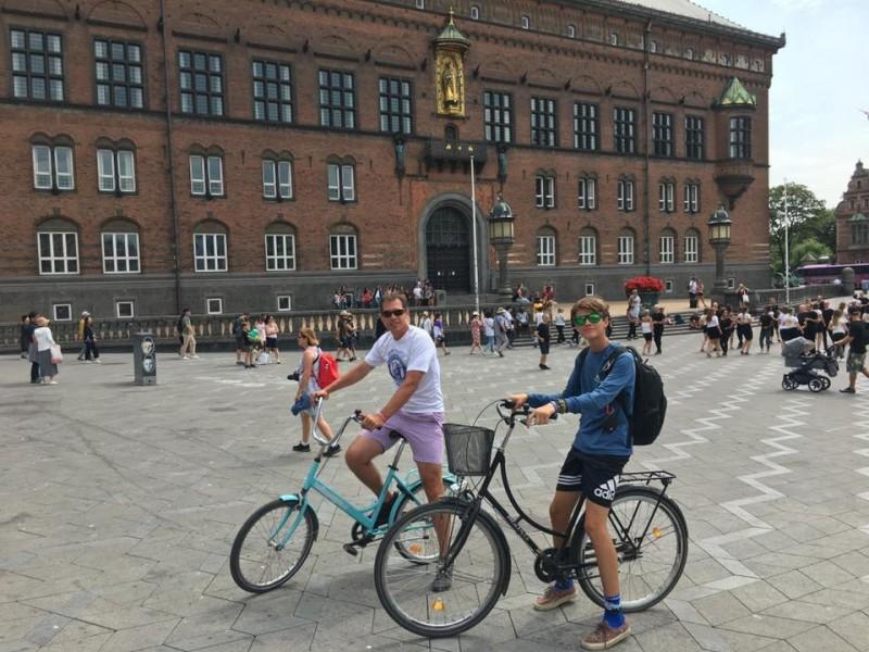 Lleyton and Jesse rode bikes around Gothenburg, Sweden