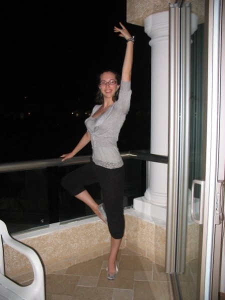 Kelly always has dance on the mind, here she is posing on a hotel balcony.