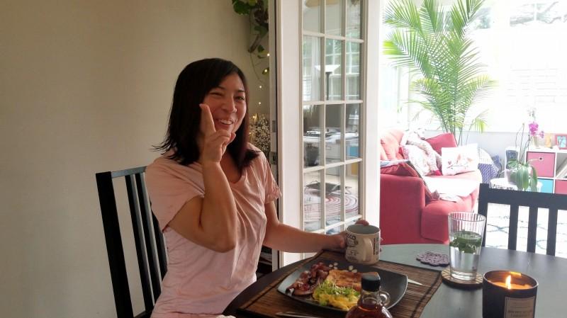 Ayano eating breakfast that Ra made