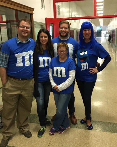 Jeremy's science colleagues dresses up as blue M&Ms