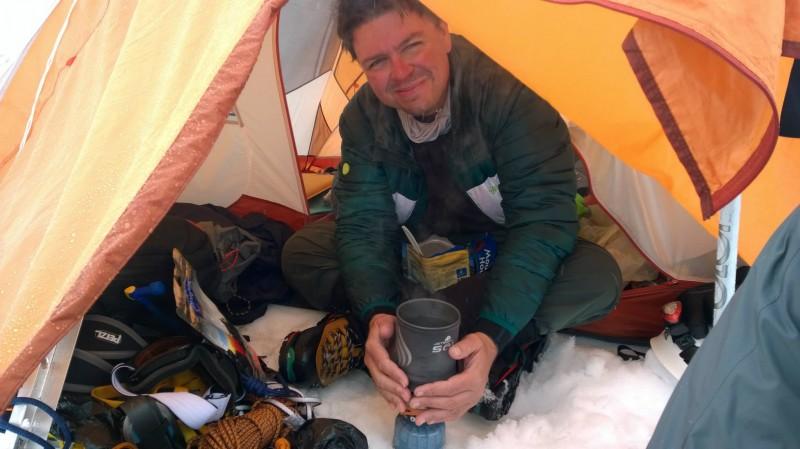 Ewerton settled on Camp Muir, climbing Mount Rainier