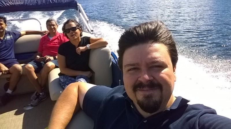 Boating with friends on this georgious Pacific Northwest lake
