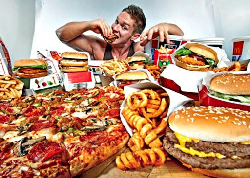 Dia do lixo: saiba como não arruinar a dieta