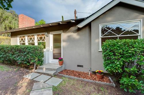 422 Pleasant Hill Lane,  Sierra Madre, CA 91024