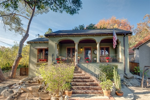413 Sycamore Place,  Sierra Madre, CA 91024