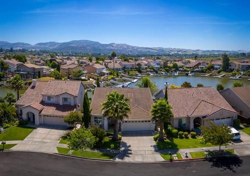 38 Peninsula Ct,  Napa, CA 94559