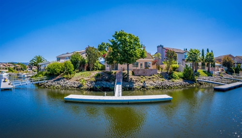 37 Peninsula Ct,  Napa, CA 94559