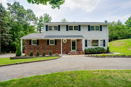6 Wildwood Drive,  North Caldwell, NJ 07006