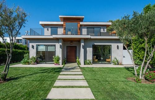 15153 Hartsook St,  Sherman Oaks, CA 91403
