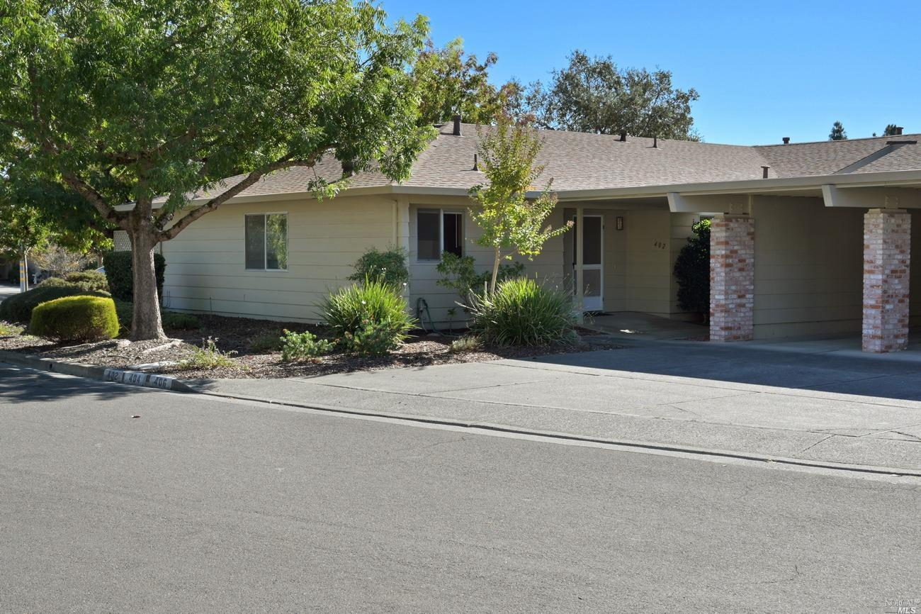 402 Twin Lakes Circle,  Santa Rosa, CA 95409