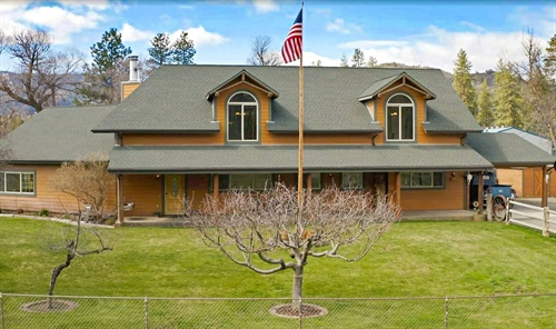 3305 Fairlane Road,  Yreka, CA 96097