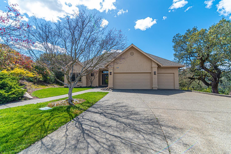 6340 Meadowridge Drive,  Santa Rosa, CA 95409