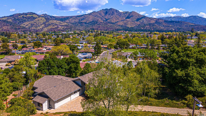 415 Oak Point Place,  Santa Rosa, CA 95409