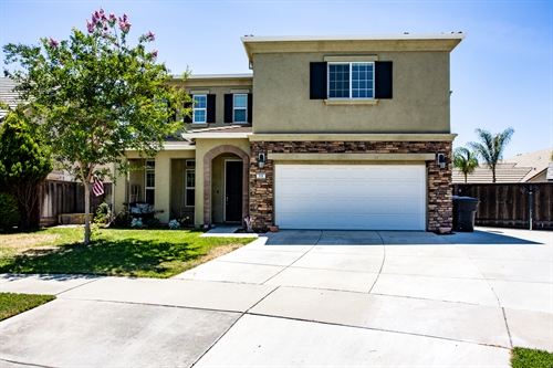 518 clydesdale ct,  Oakdale, CA 95361