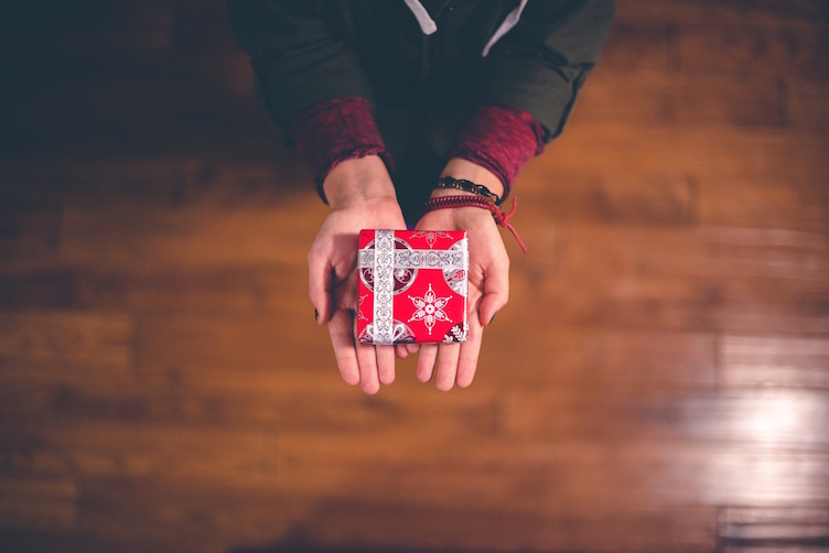 How to Pay it Forward this Holiday Season with Your Metromile Savings